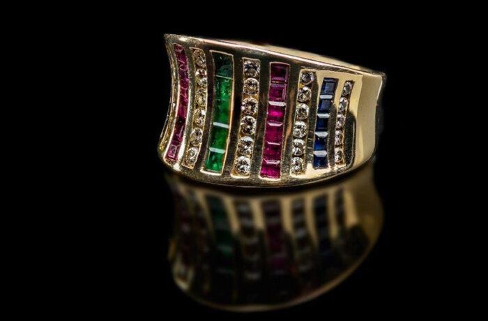 Gold Ring mit Diamanten, Rubinen…